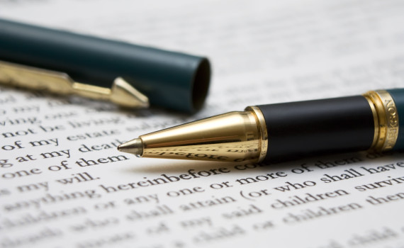 to-sign-a-contract-2-1236630 Freepikcom